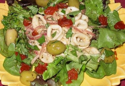 Южный салат из кальмаров