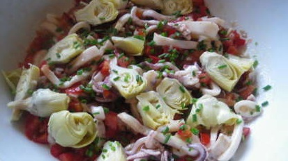 Салат из кальмаров с артишоком