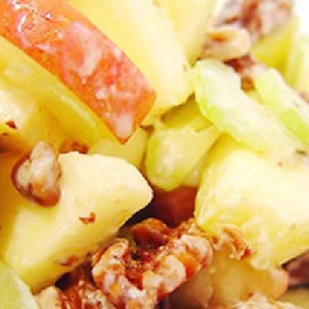 Салат из цикория с яблоками и грецким орехом