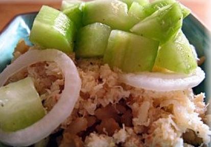 Рис с крабом и соусом из огурца