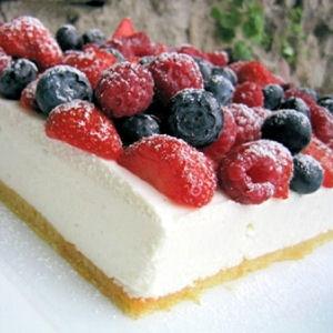Баварский пирог с творогом и ягодами
