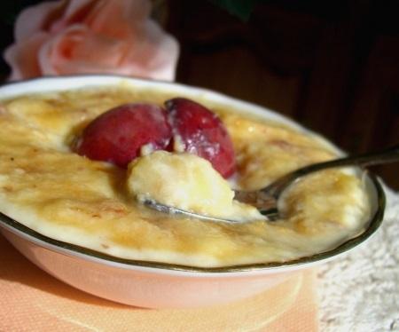 Яичный десерт с карамелизованными персиками