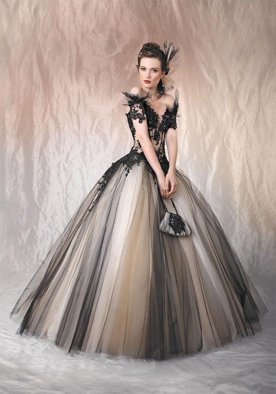 Выпускные платья 2010 яркие, как и