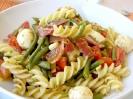 Цветной салат из фузилли по-итальянски