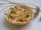 Тарталетка с тунцом, горчицей и козьим сыром