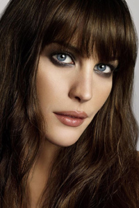 какой цвет волос подходит к голубым глазам Liv Tyler