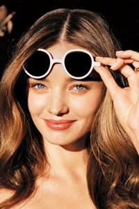какой цвет волос подходит к голубым глазам Miranda Kerr