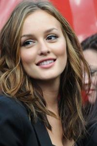 какой цвет волос подходит к карим глазам Leighton Meester