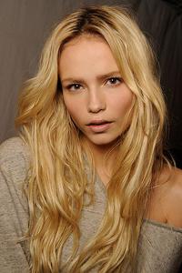 какой цвет волос подходит к карим глазам Natasha Poly