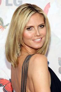 какой цвет волос подходит к карим глазам Heidi Klum