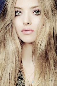 какой цвет волос подходит к зеленым глазам Amanda Seyfried