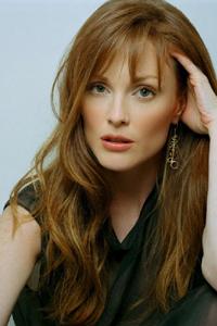 какой цвет волос подходит к зеленым глазам Julianne Moore