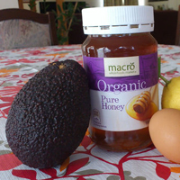 яично медовая маска с лимоном и авокадо