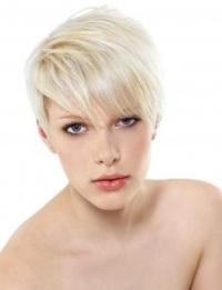 Обесцвечивание волос: домашний эксперимент