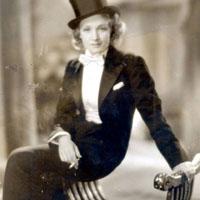Брючный костюм – одно из завоеваний женщины