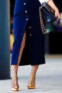 Medias en una cuadrícula, ropa de mujer, moda en calle, moda y estilo,