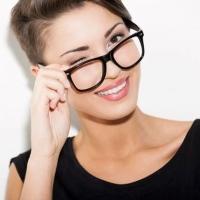Elige las gafas de sol adecuadas, cómo vestir para parecer más joven