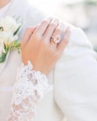 На якій руці носять обручку – традиційні правила - допомога жінкам ... 5da4fc7a5b3f8