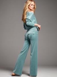 Велюровые костюмы: торжество плюшевой моды
