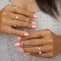 anillos, accesorios, joyería, Los anillos en el dedo medio