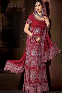 В свадебные платья 2013 введены новые цвета. Традиционным цветом для этой церемонии здесь считается красный. Свадебная гарара, лехенга, сари красного цвета
