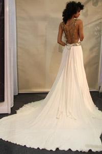 Изобр по > Свадебное Платье с Открытой Спиной и Длинными Рукавами