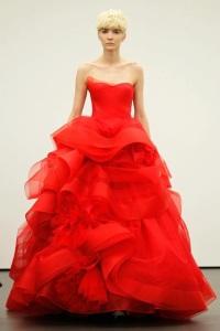 нетрадиционное свадебное платье Vera Wang