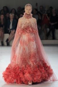 нетрадиционное свадебное платье Alexander McQueen