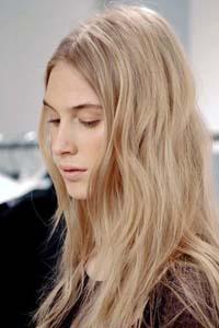 Волосы песочного цвета