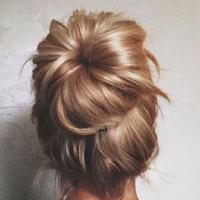 Объемный пучок из волос: от балерины до ретро-дивы