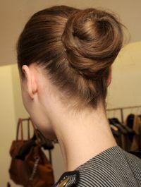 chignon 1 Зачіски для довгого волосся: від хвиль до плетіння