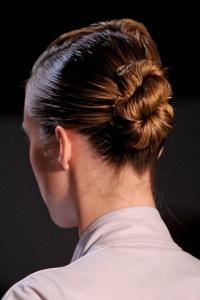 вечерние прически для длинных волос SUNO