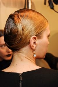 вечерние прически для длинных волос Bottega Veneta