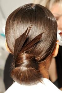 вечерние прически для длинных волос Gucci