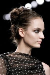 вечерние прически для длинных волос Nina Ricci