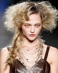 Причёски для длинных волос - классика, роскошь, кокетство