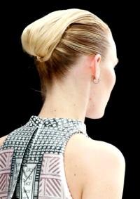высокие прически для длинных волос Mary Katrantzou