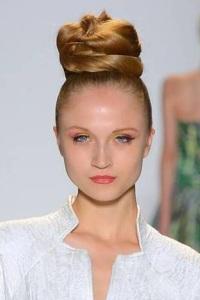 высокие прически для длинных волос JOANNA MASTROIANNI