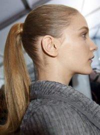 ponytail 1 Зачіски для довгого волосся: від хвиль до плетіння