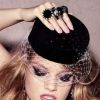 Шляпка-таблетка – элегантность в простоте