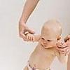 Развитие ребенка в восемь месяцев