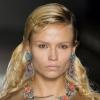 Прическа как у модели: секреты укладки на показе весенне-летней коллекции Prada