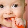 Как понять, что режутся зубки у малыша – несколько признаков