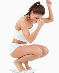 почему жир откладывается внизу живота