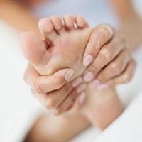 Как удалить натоптыши на ногах: соблюдайте осторожность