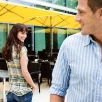 как познакомиться с девушкой когда она отвечает привет